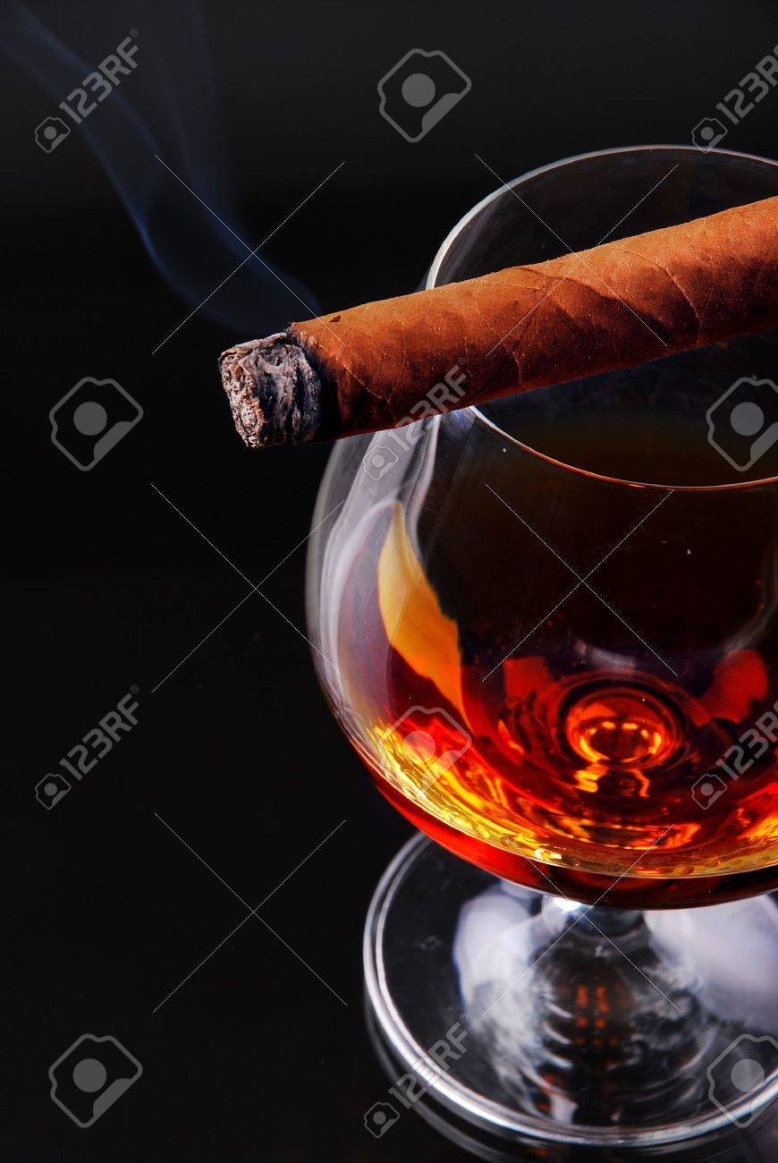 Glass of cognac with a cigar Stock Photo - 9050405
