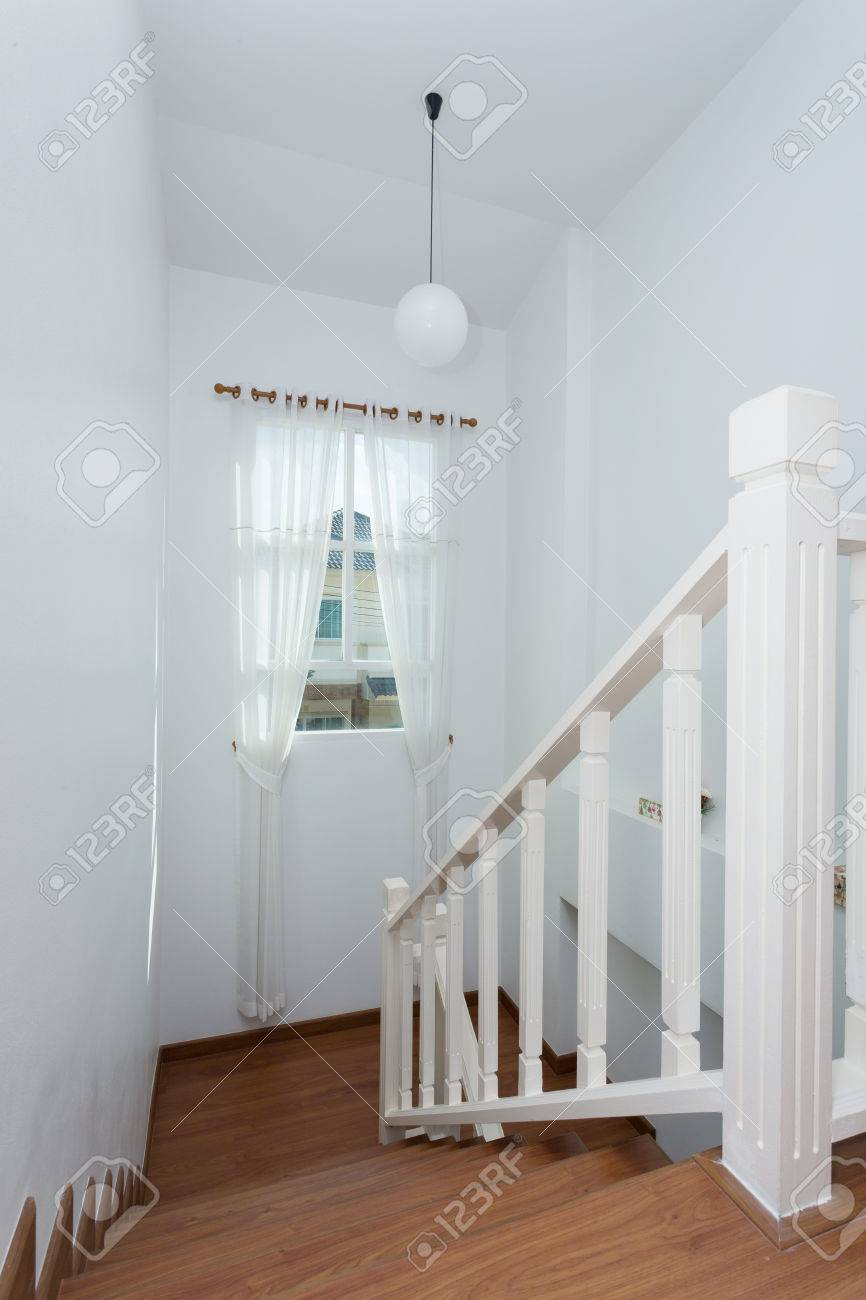 Fenêtre De Rideau Blanc Dans La Maison Moderne Banque D\'Images Et ...