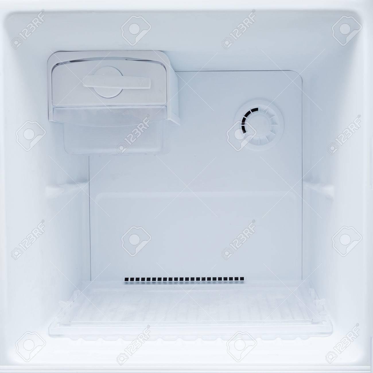 frigorifero vuoto freezer di elettrodomestico da cucina foto ... - Cucina Elettrodomestico