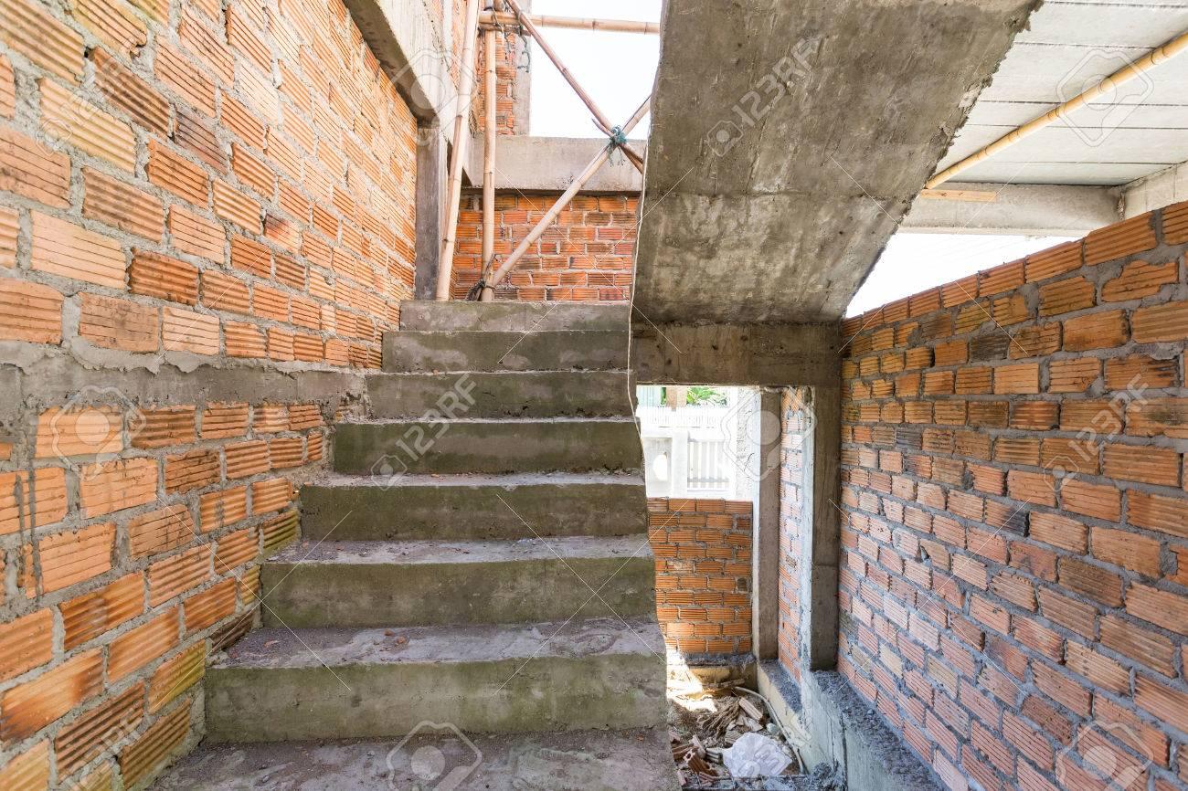 La Construction Résidentielle Maison De Briques Mur Et Escalier En ...