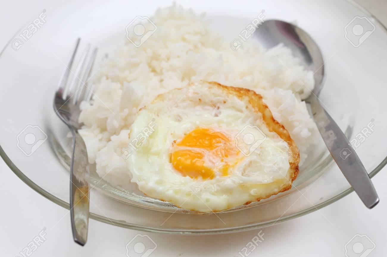 Riz Et Frits Ufs De Petit Déjeuner Cuisine Facile Banque Dimages