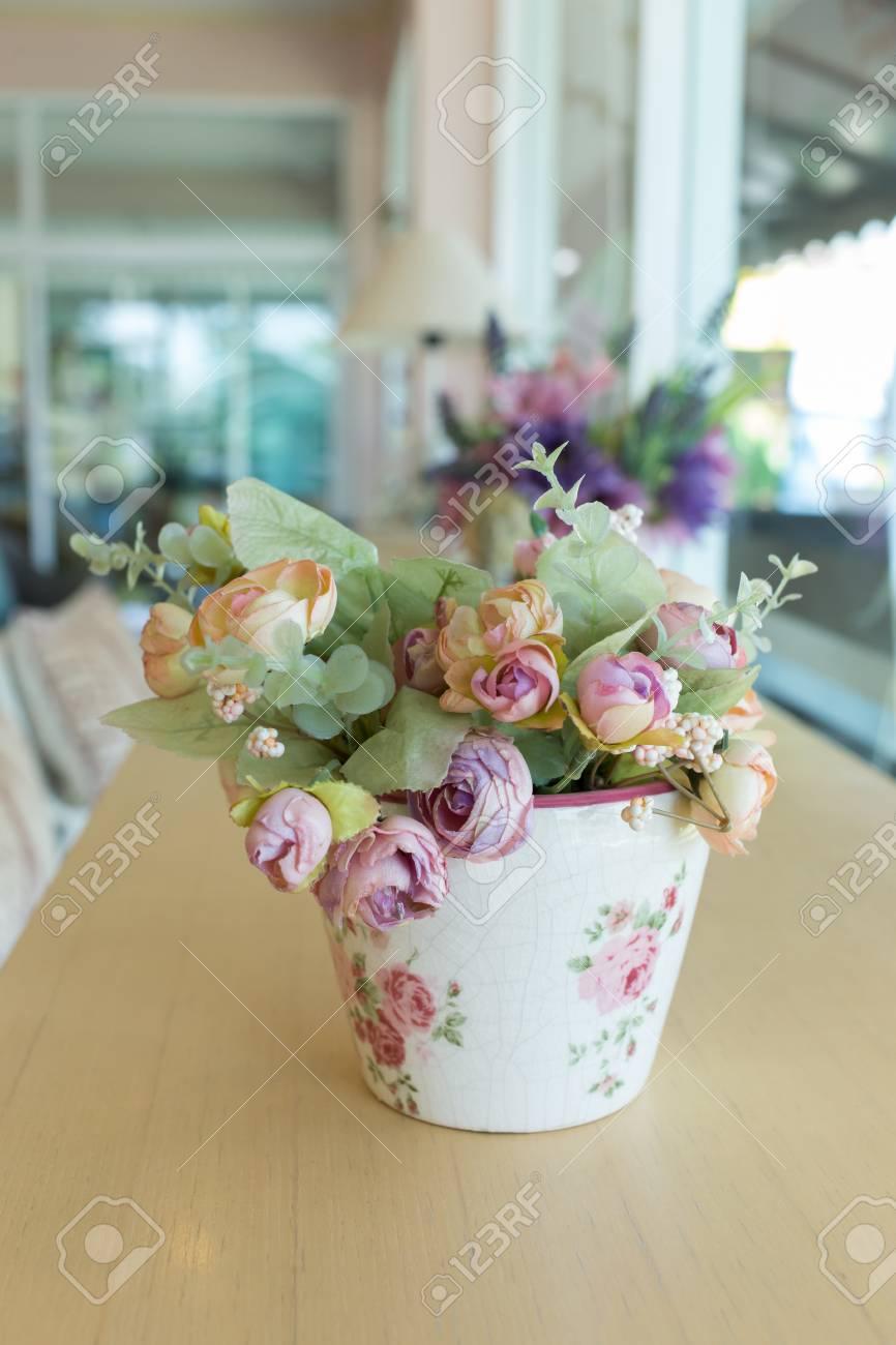 Decoupage Flores Jarrn Decorado En Mesa De Madera En La Sala De