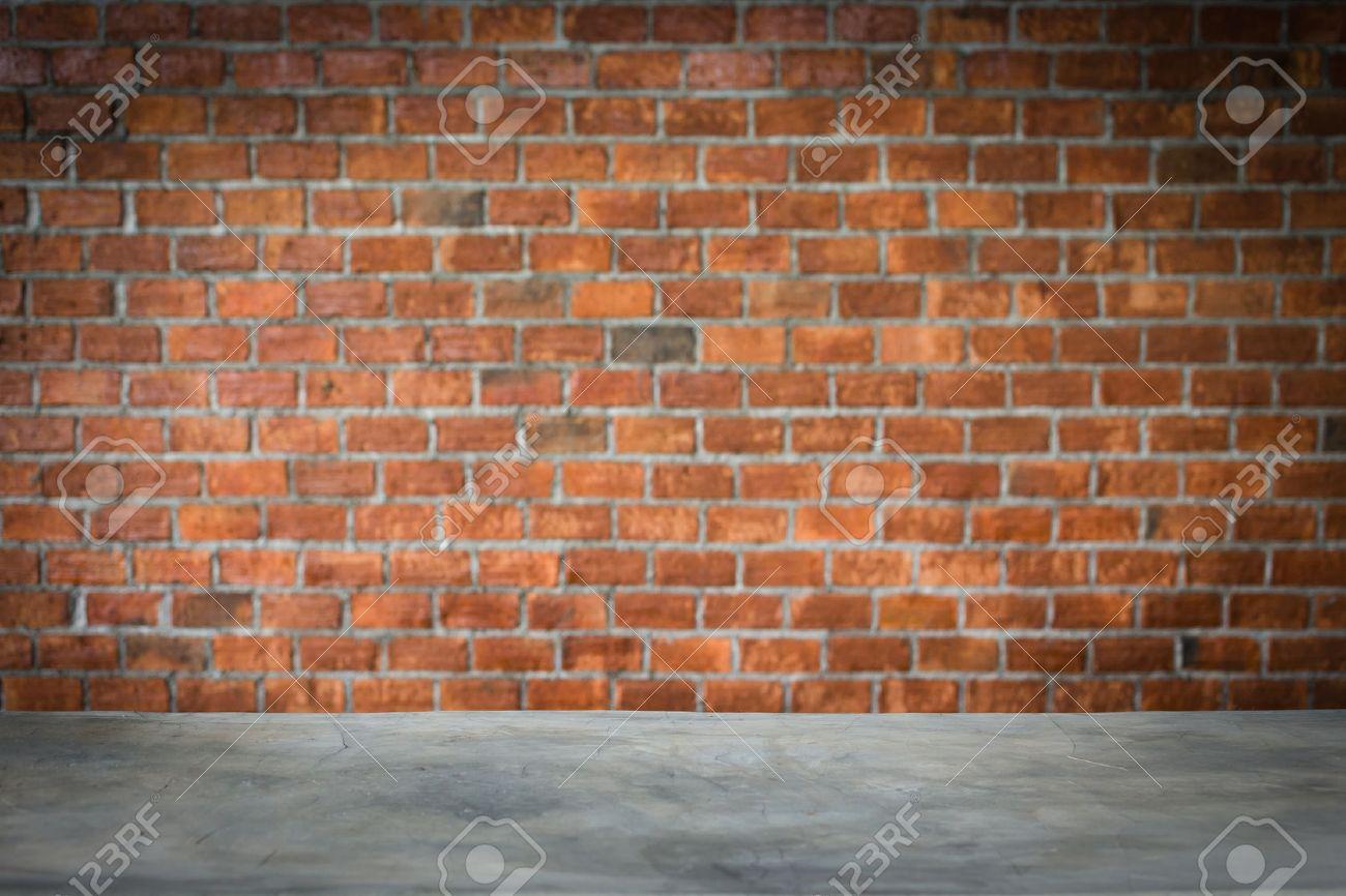 Etagere Sur Mur En Brique compteur de ciment bar avec mur de briques sombres, affichage étagère du  produit fond