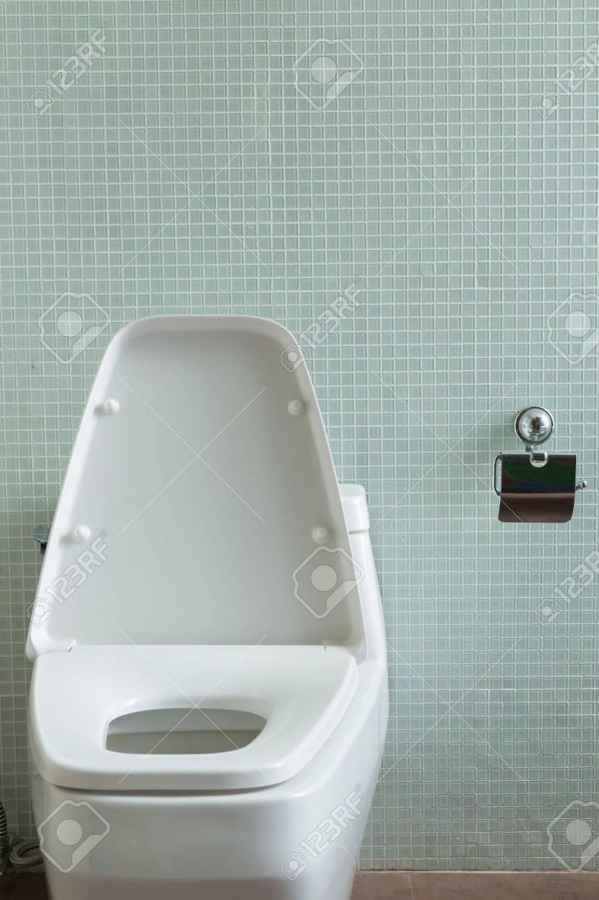 Design Toilette Im Modernen Badezimmer Innendekoration Zu Hause ...