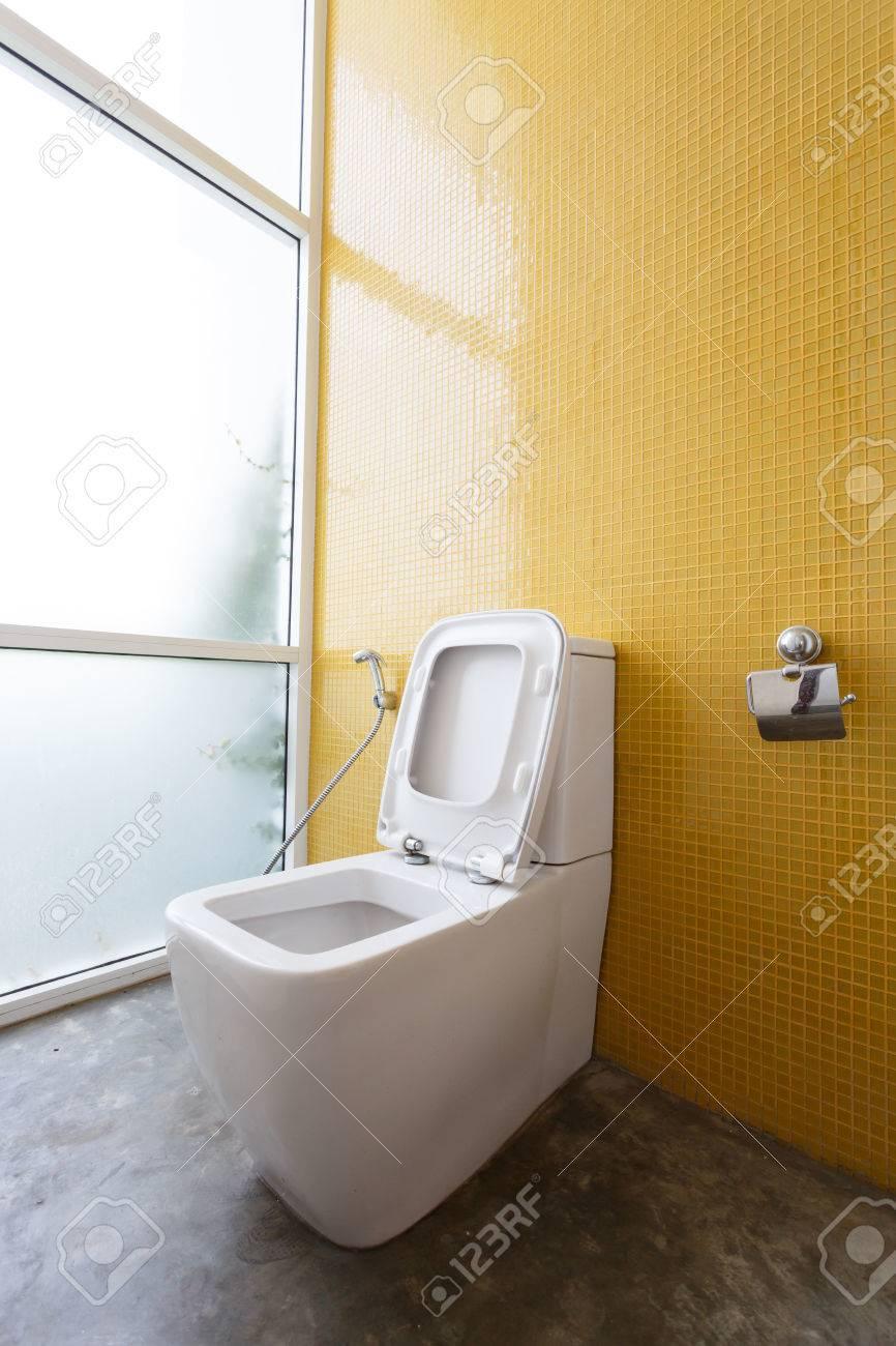 Blanc Chasse D\'eau Et Jaune Décoration Murale En Mosaïque Dans Salle ...