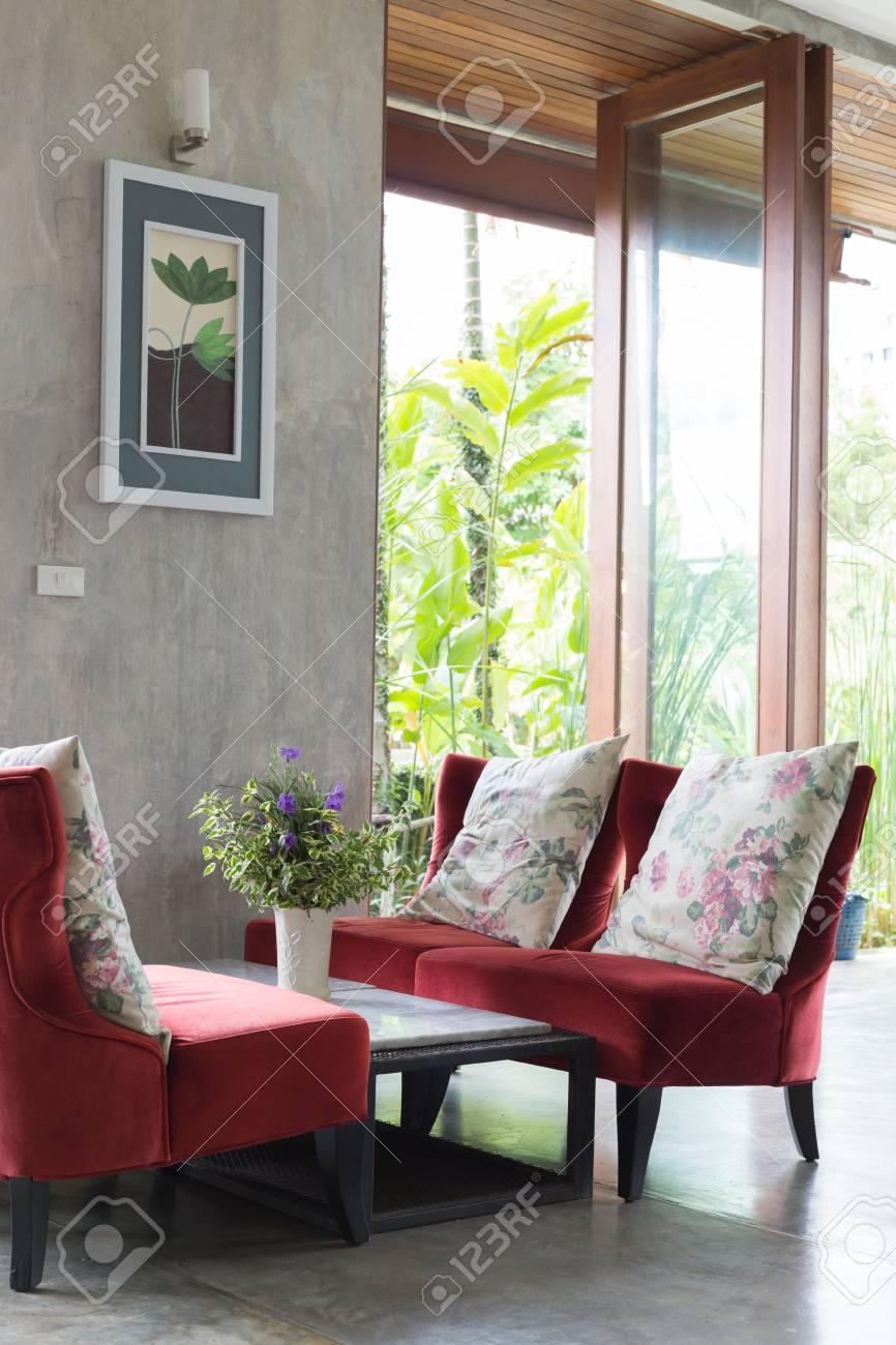 Innenarchitektur Wohnzimmer Modernen Stil Mit Roten Sofa Möbel  Standard Bild   63937459