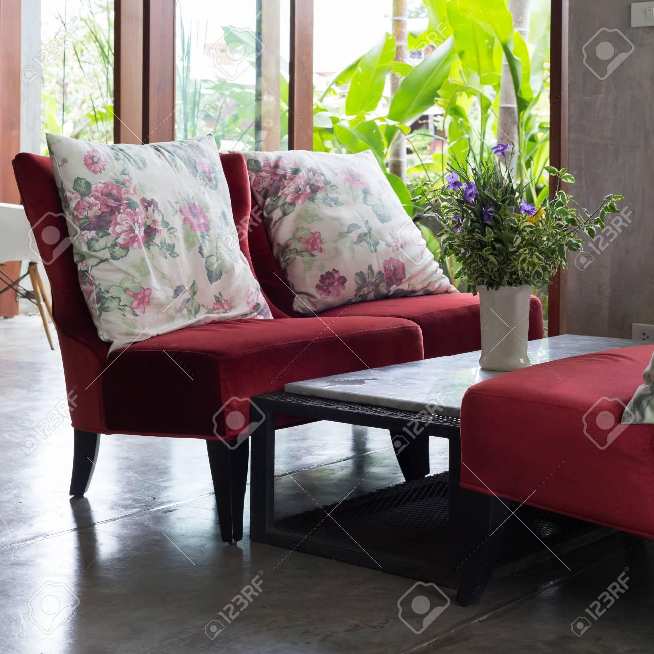 Innenarchitektur Wohnzimmer Modernen Stil Mit Roten Sofa Möbel  Standard Bild   63937738
