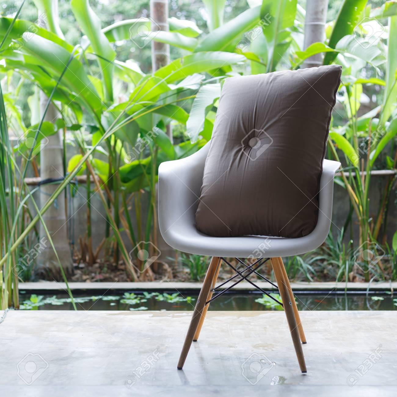 Design D\'intérieur, Meubles Canapé Style Contemporain Dans Le Salon ...