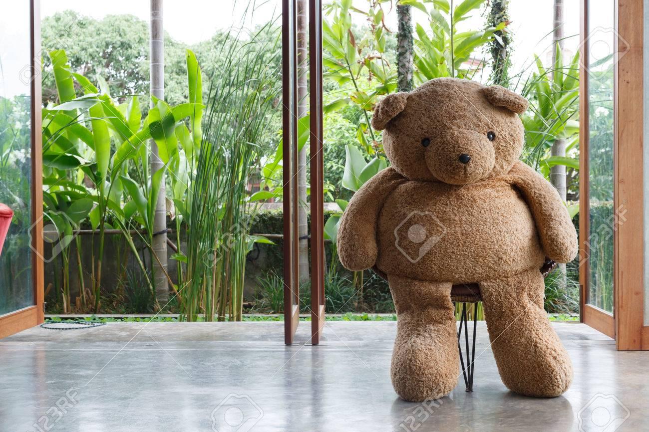 Innenarchitektur, Puppe Bär Sitzt Auf Dem Stuhl Möbel Modernen Stil ...