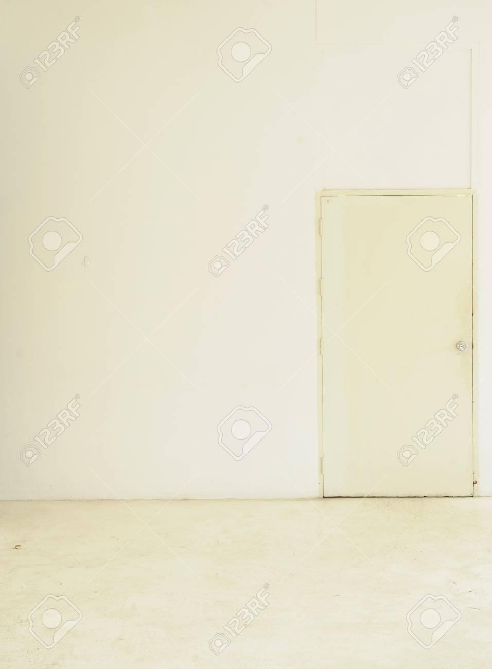 white door Stock Photo - 9058726