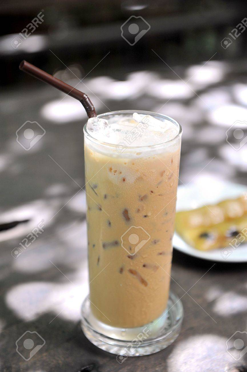 Glass of cold Ice coffee Stock Photo - 10538043