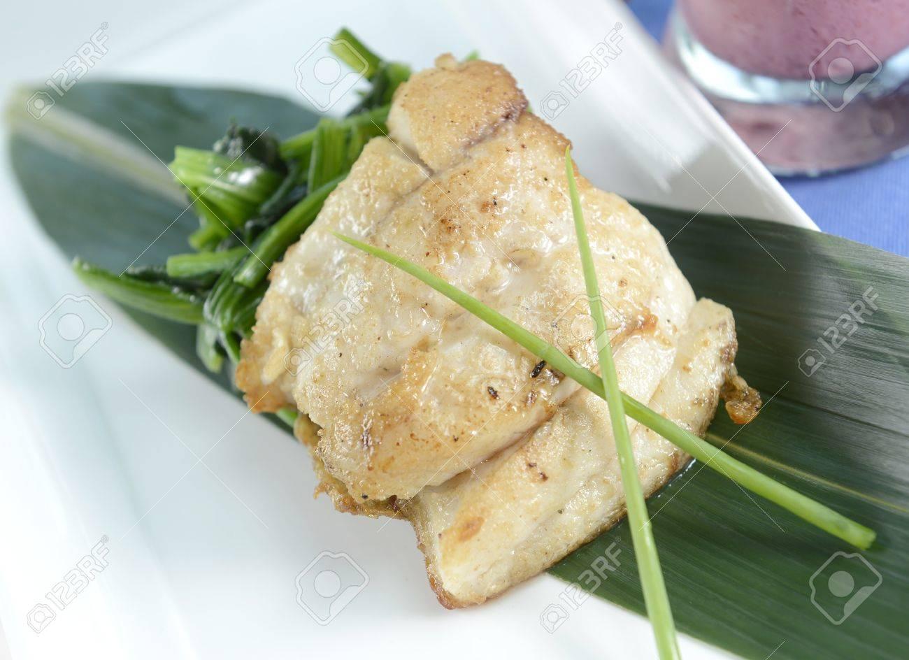 fish steak Stock Photo - 15396448