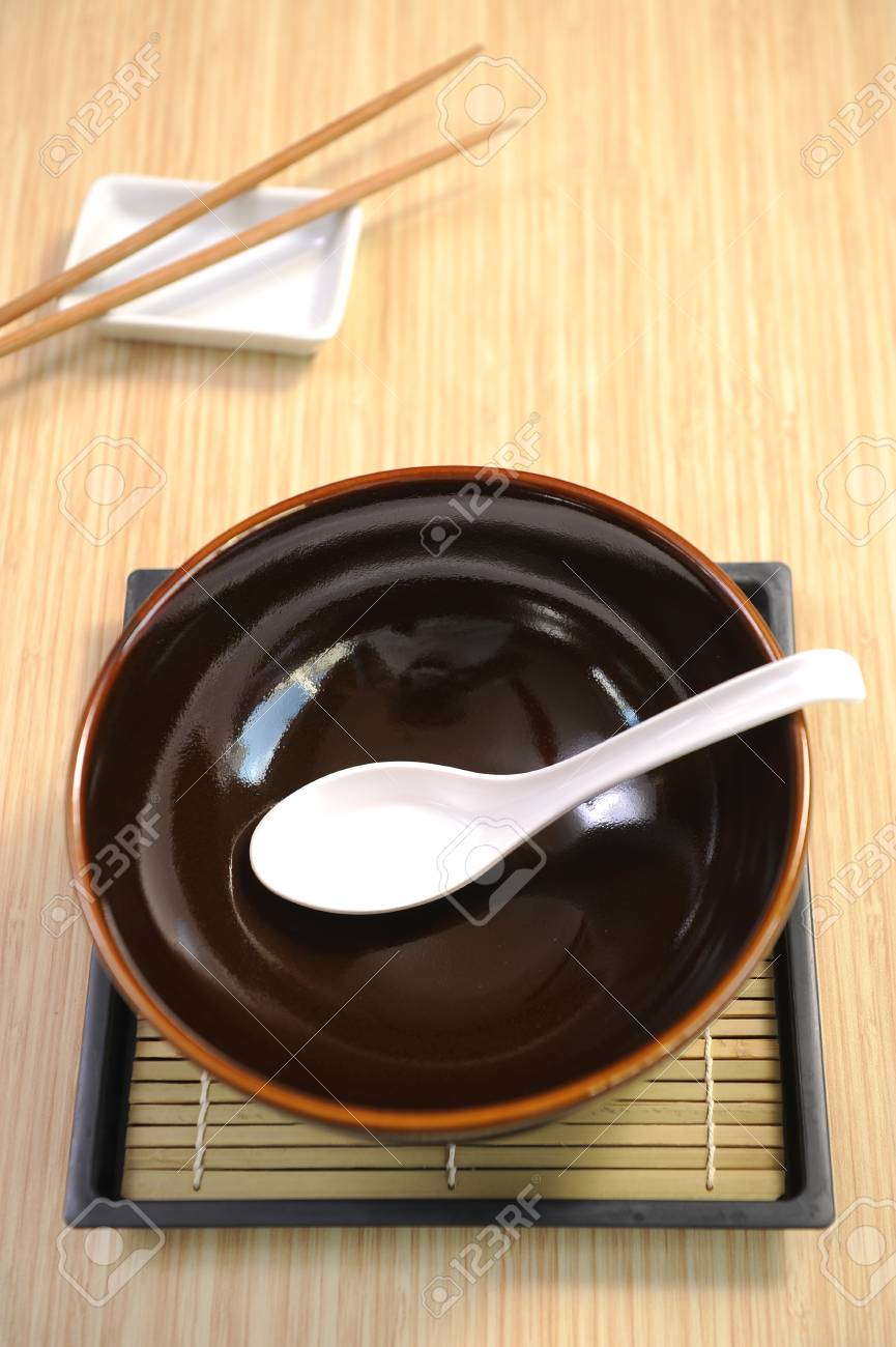 empty bowl Stock Photo - 25028466