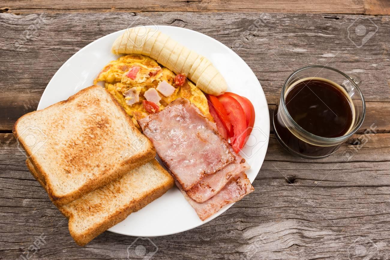 Nourriture De Petit Dejeuner Fait Maison Sur La Table En Bois Banque D Images Et Photos Libres De Droits Image 46427184