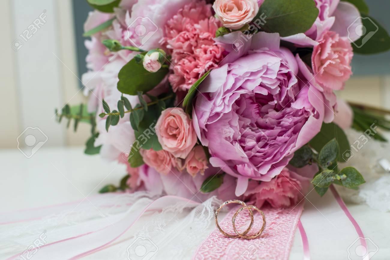 Schone Hochzeit Bouquet Und Ringe Blumen Pfingstrosen Lizenzfreie