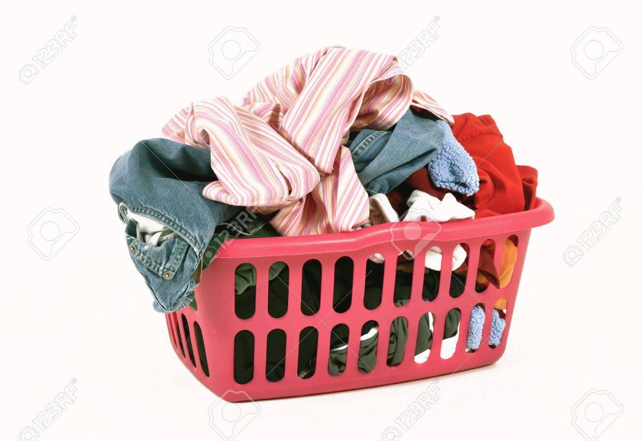 Cesto Per Panni Sporchi vestiti sporchi in un cesto della biancheria