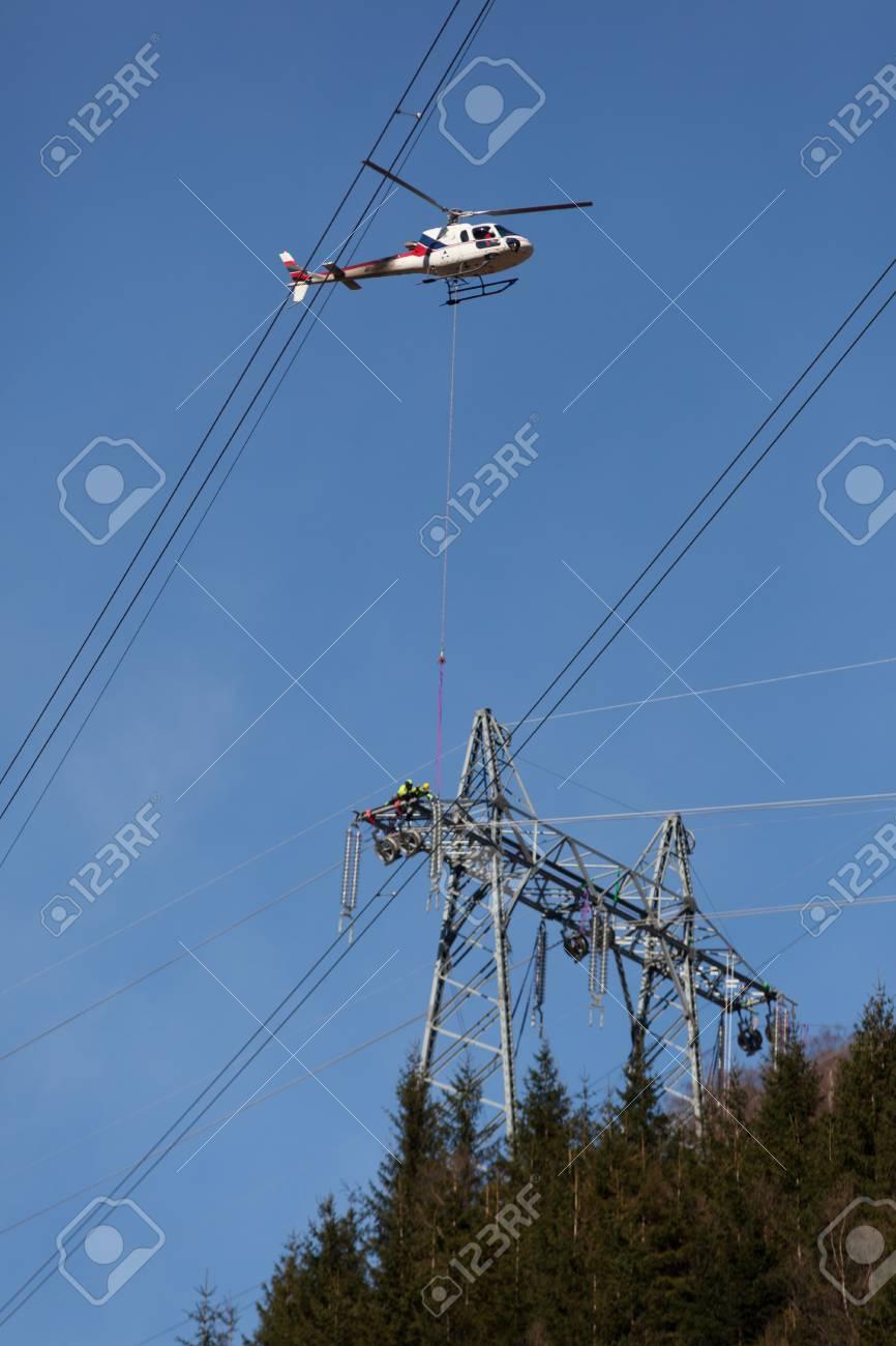Trabajos en alta tension con helicoptero