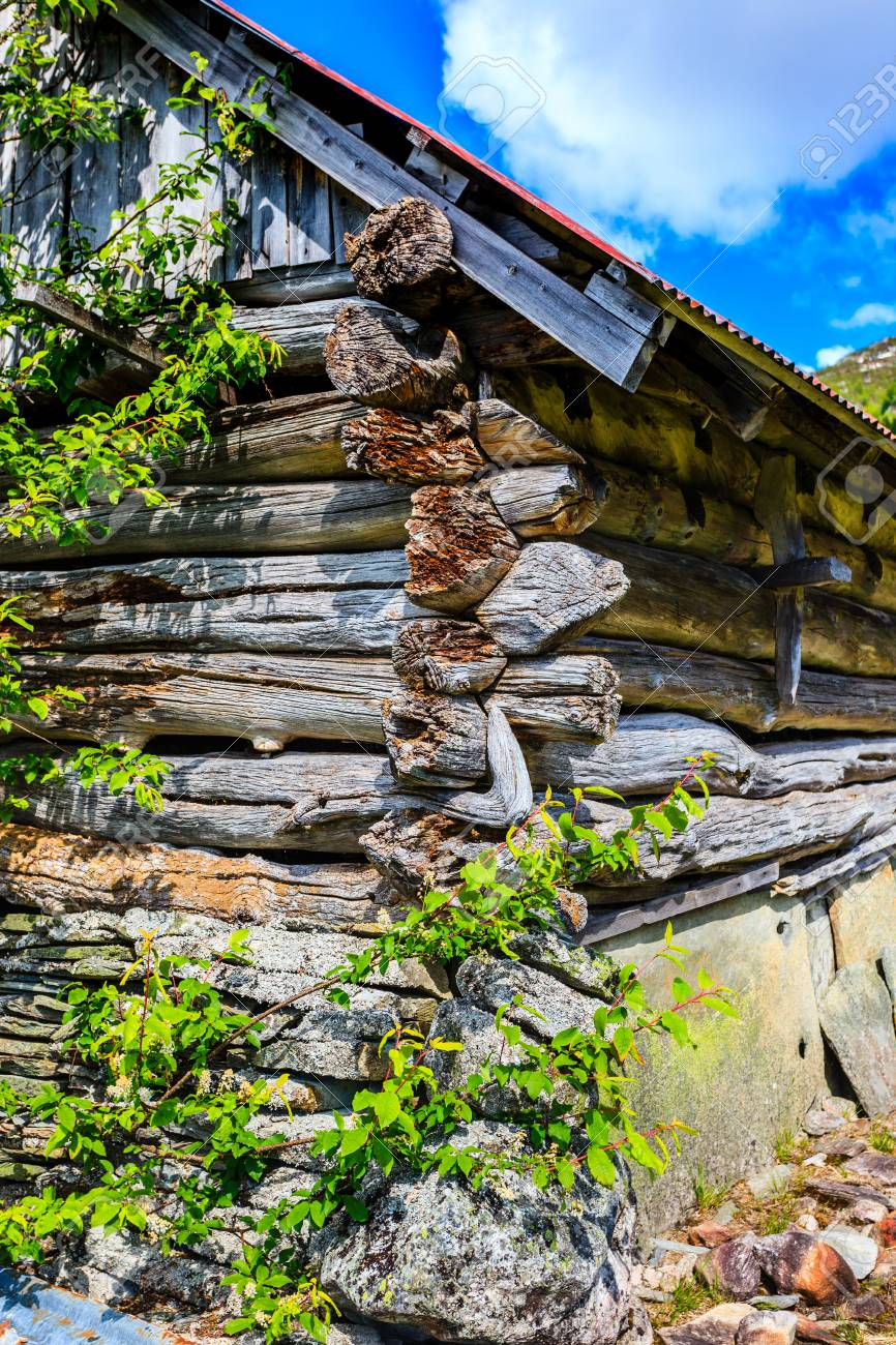 An old building of an old notched seals in beautiful natural surroundings. - 81421726