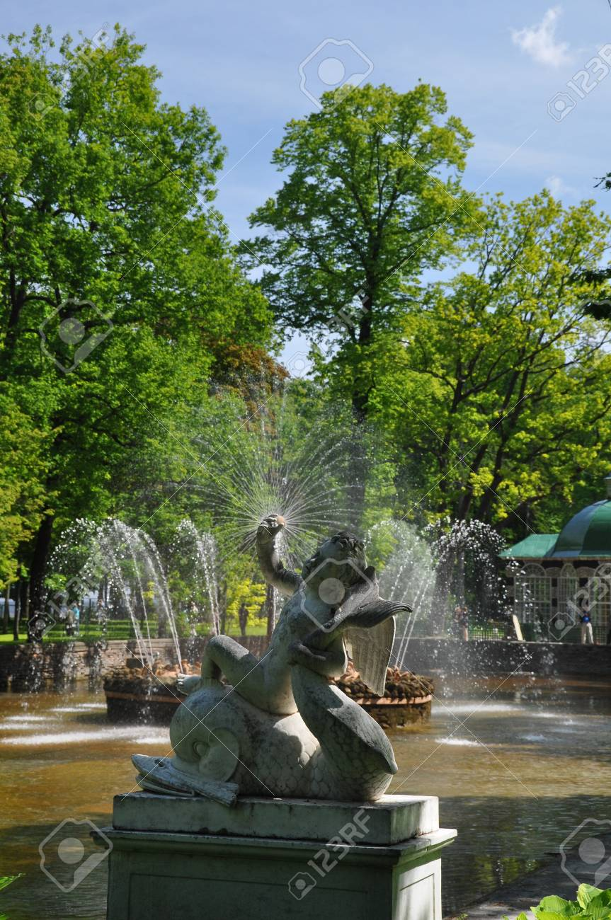 Petergof fountains Stock Photo - 12418321