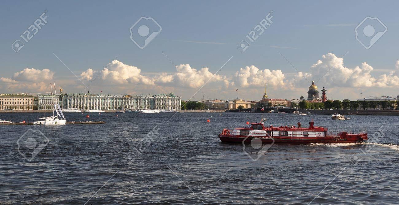 Saint petersburg, Neva river Stock Photo - 13095631
