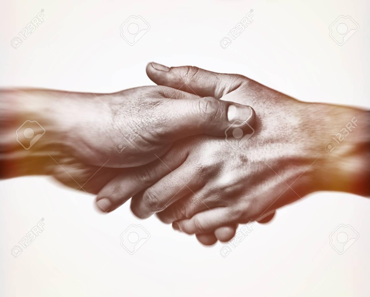 handschlag mit beiden händen