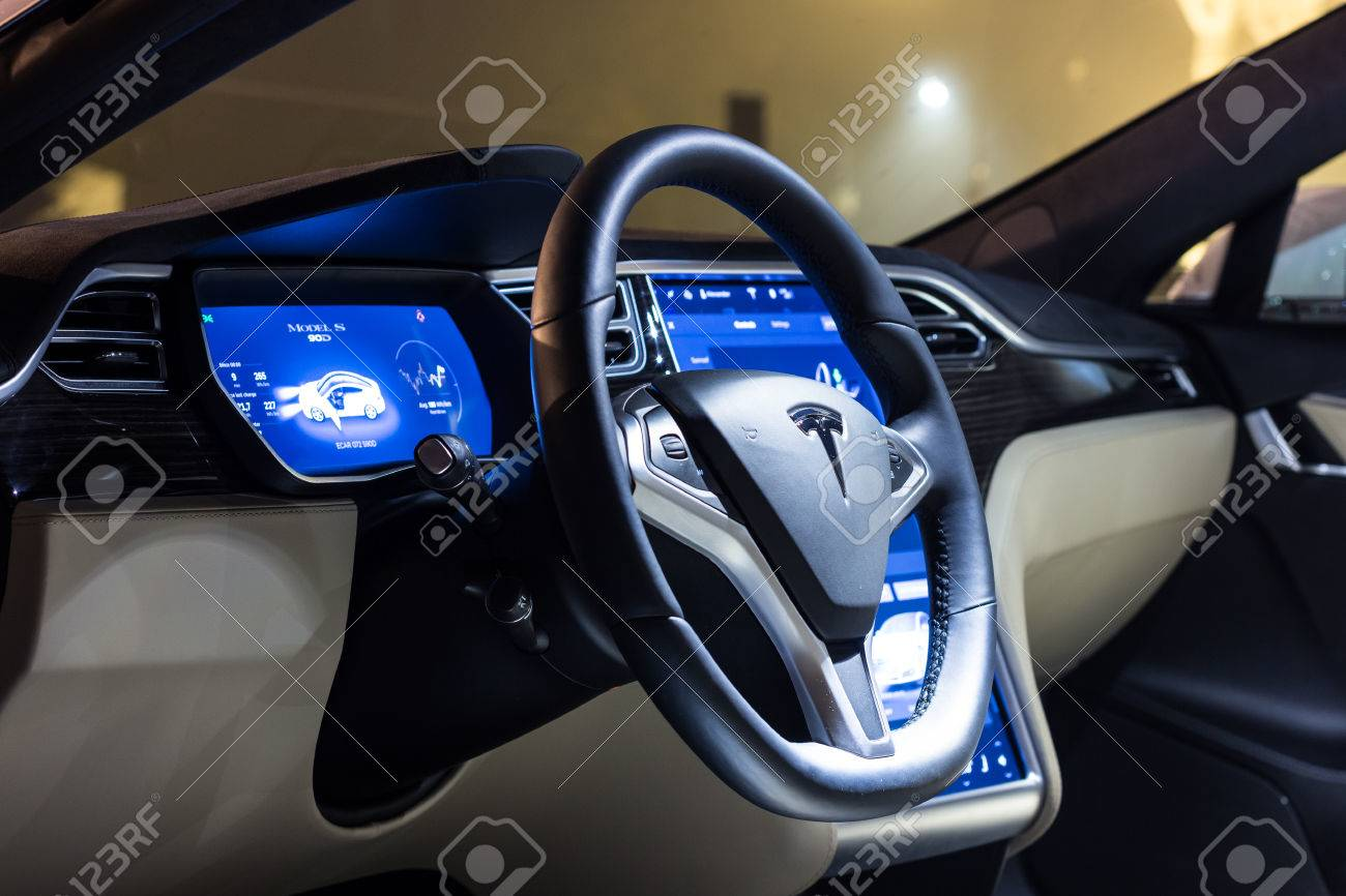 Foto van het dashboard echt of nep tesla model