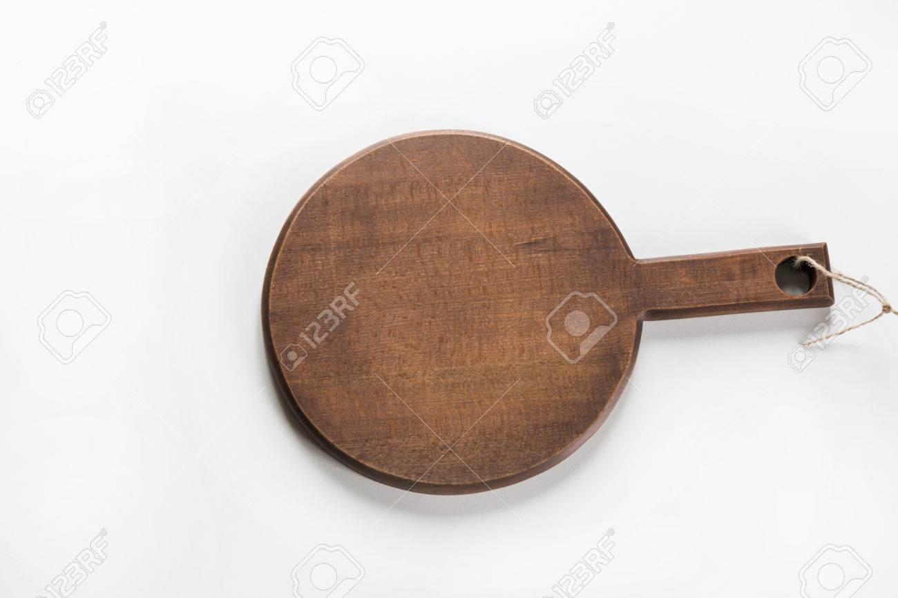 Bureau rustique en bois pour tranchage et cuisson sur fond blanc