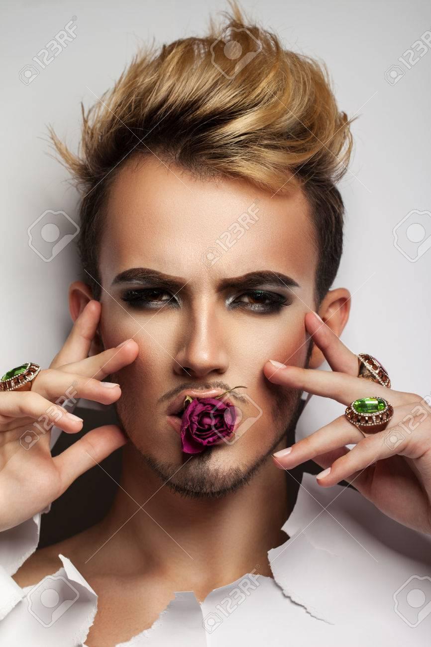 Maquillaje De Zombie Mujer Mujer Con Maquillaje De Zombies Y El - Maquillaje-zombie-hombre