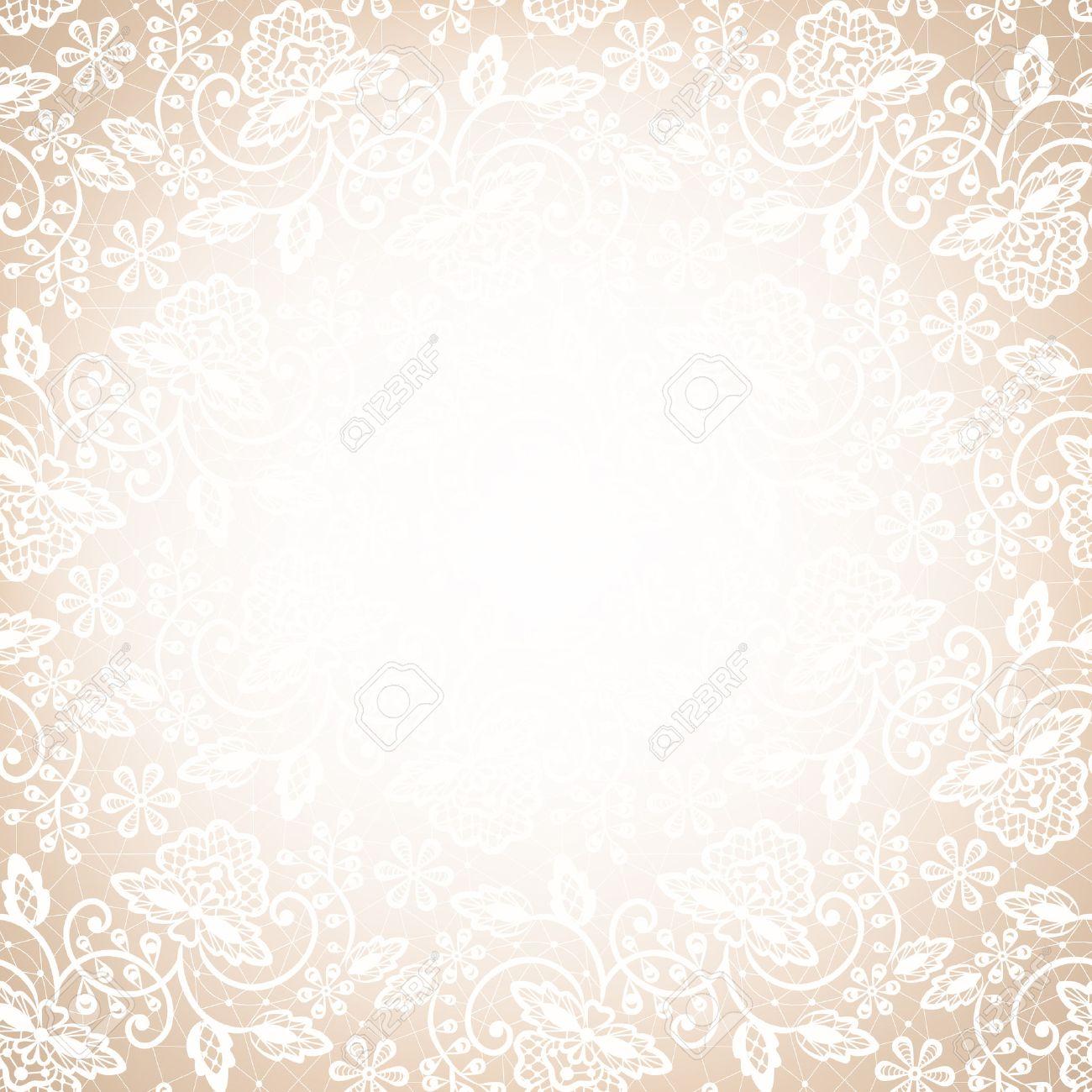 Vorlage Für Hochzeit, Einladung Oder Grußkarte Mit Weißen Spitzen Rahmen  Auf Beige Hintergrund Lizenzfreie