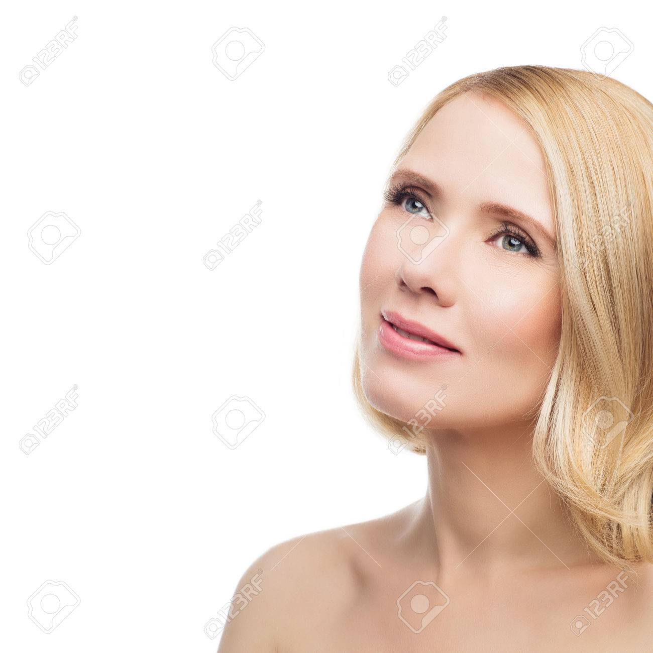 Mooie Vrouw Van Middelbare Leeftijd Met Gladde Huid En Kort Blond
