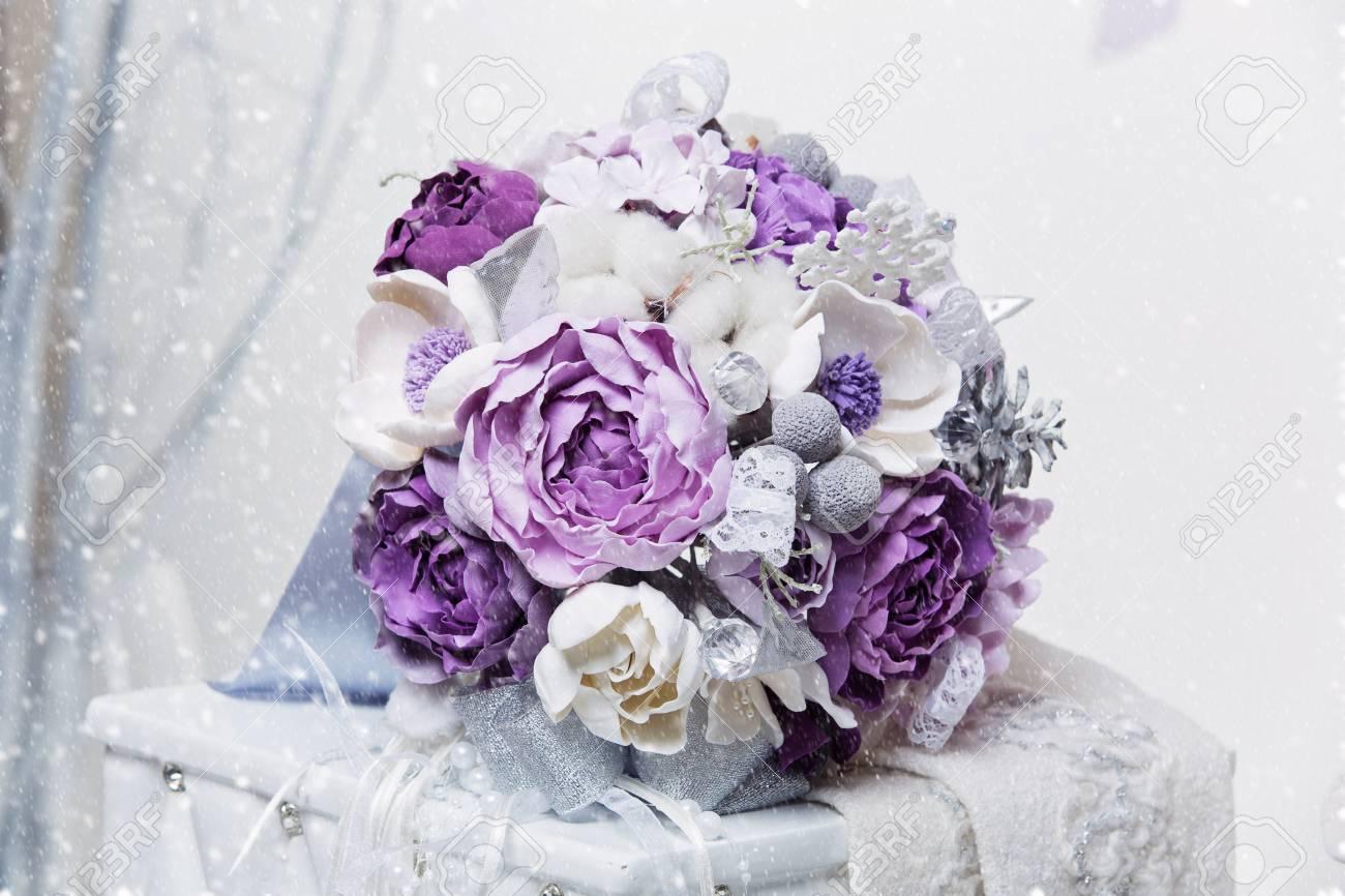 Schone Handgemachte Kunst Ton Brautstrauss Mit Lila Und Silber Blumen