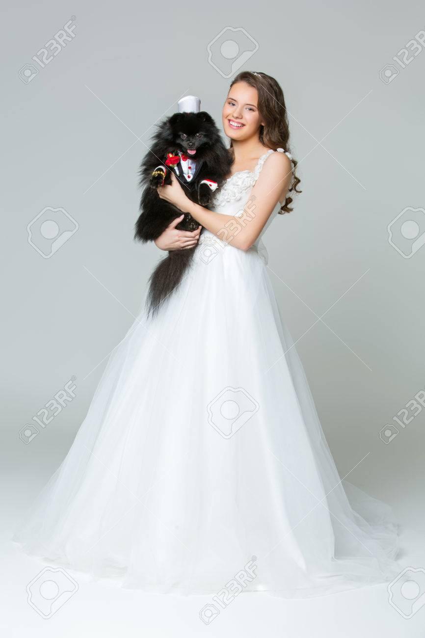Braut Mädchen Mit Spitz Goom In Hochzeit Anzug Lizenzfreie Fotos ...