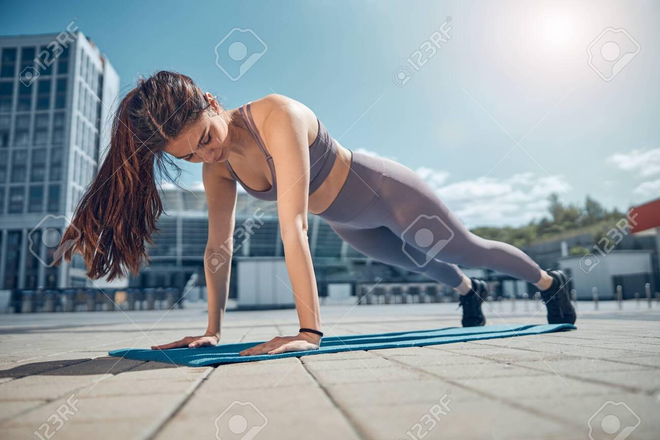Athlete looking down at her straight arms - 148587637