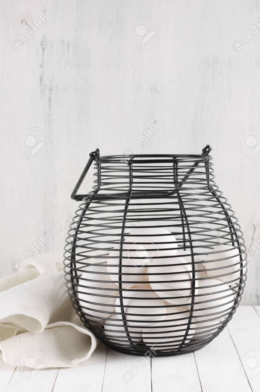 Old Fashioned Chicken Wire Basket Table Inspiration - Electrical ...