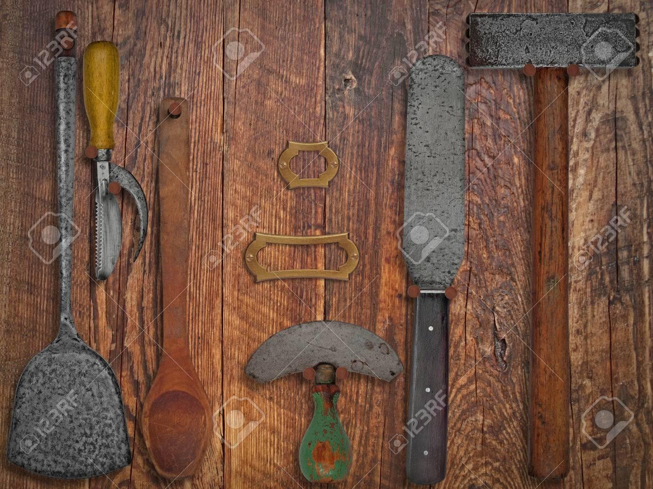 Vintage Küchenutensilien Auf Holzarbeitswand, Platz Für Text Und ...