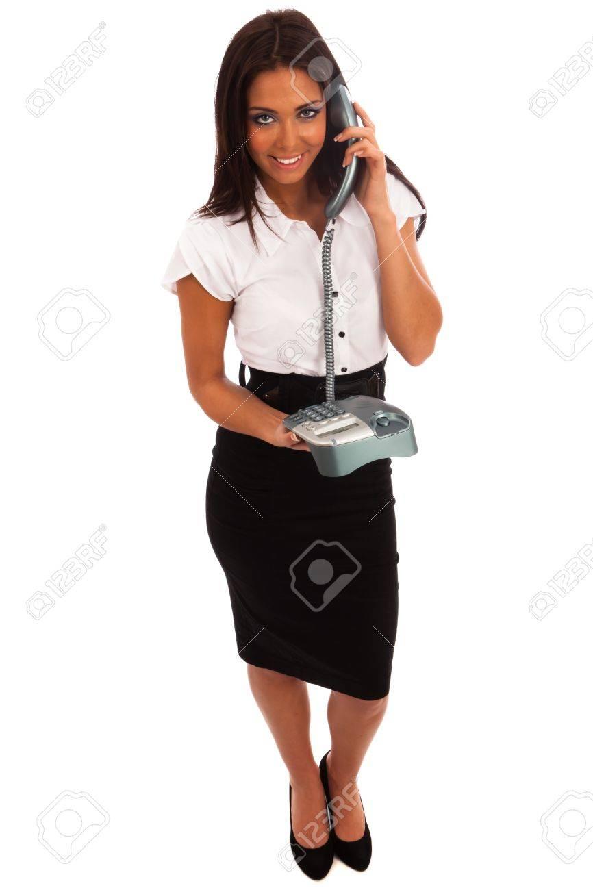 631e5449f0987 Foto de archivo - Mujer de negocios en una camisa blanca y una falda negra  por teléfono