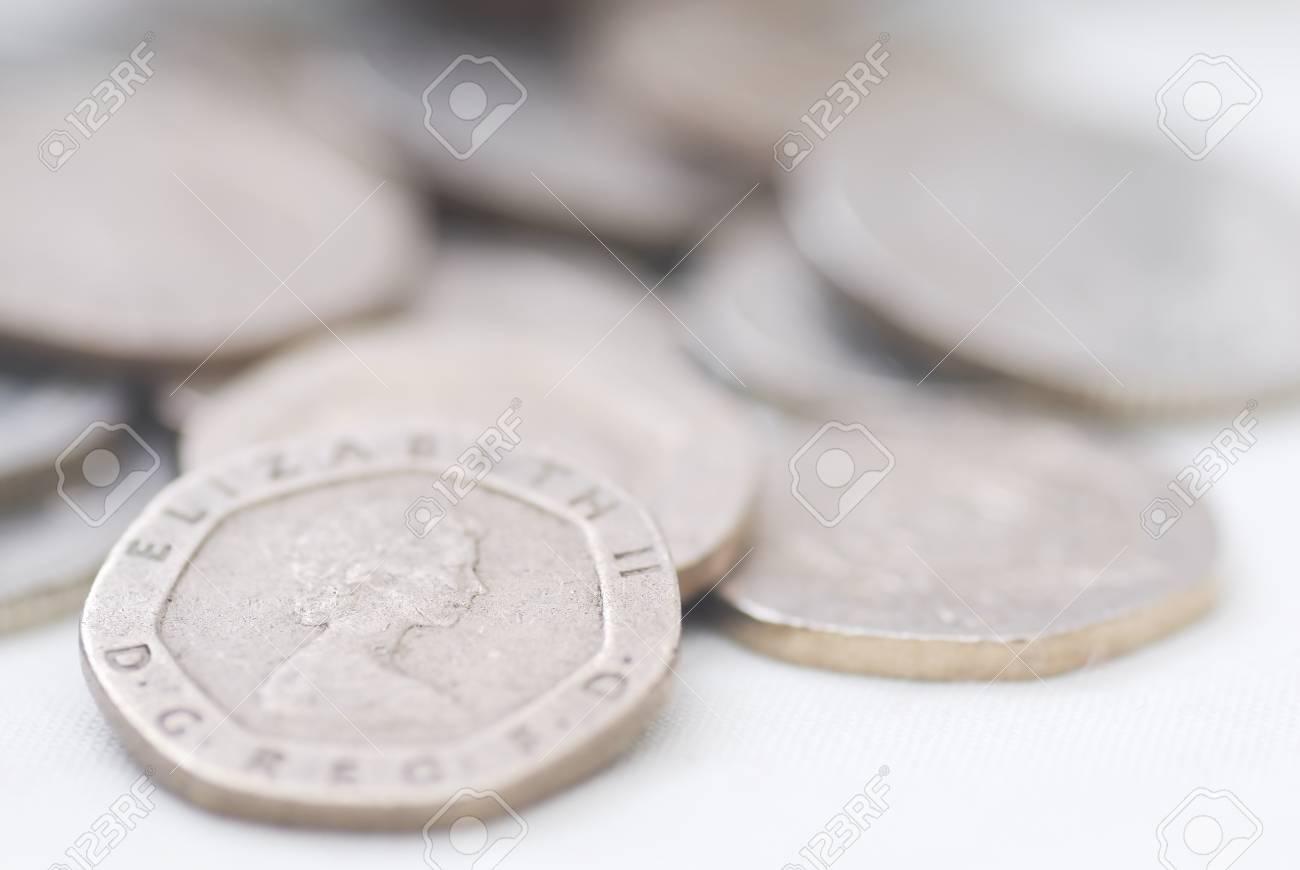 Verschüttete Münzen Auf 20 Pence Münze Zu Konzentrieren Sterling