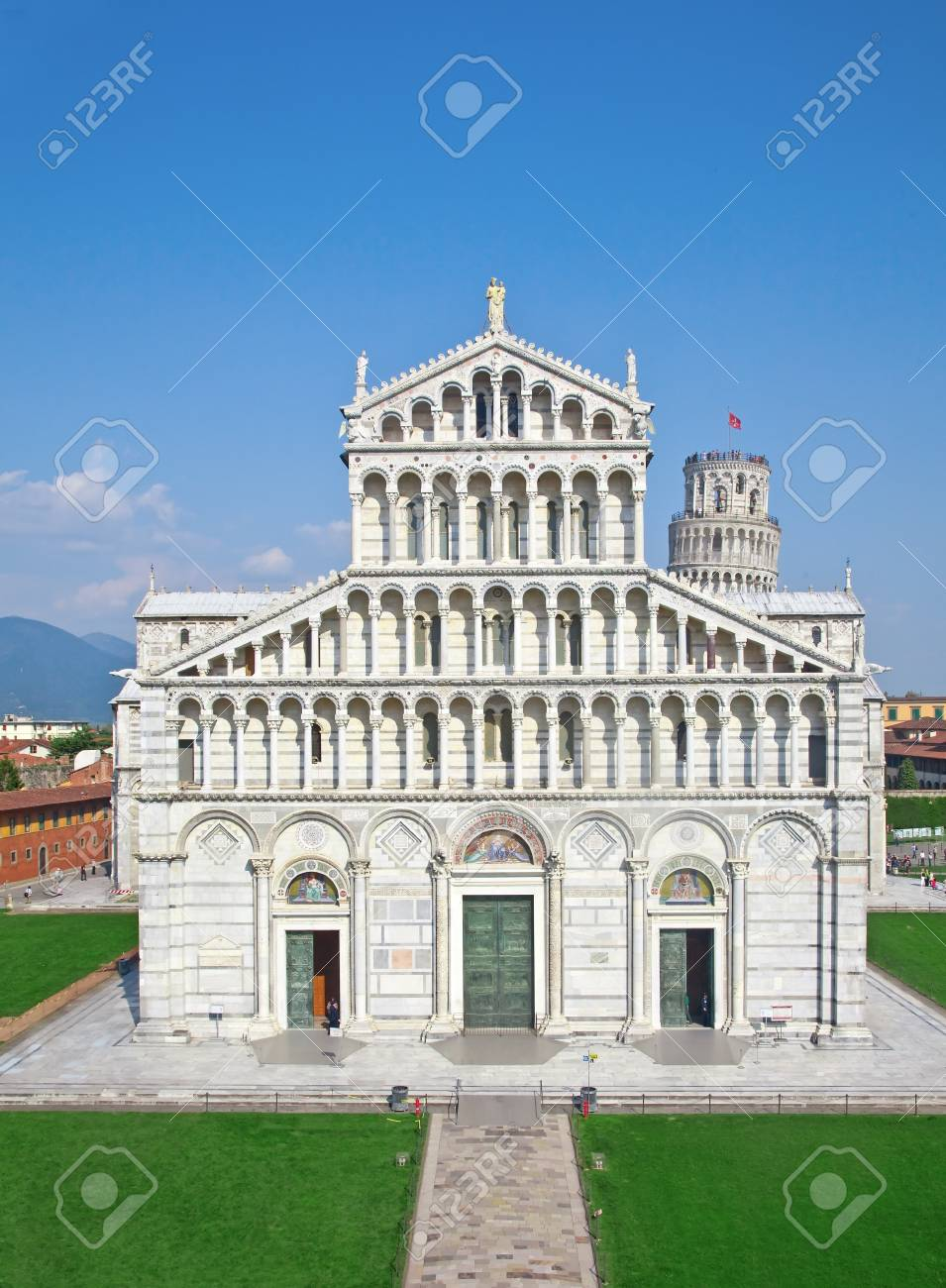 Duomo and leaning tower on miracoli square, pisa Stock Photo - 7160864