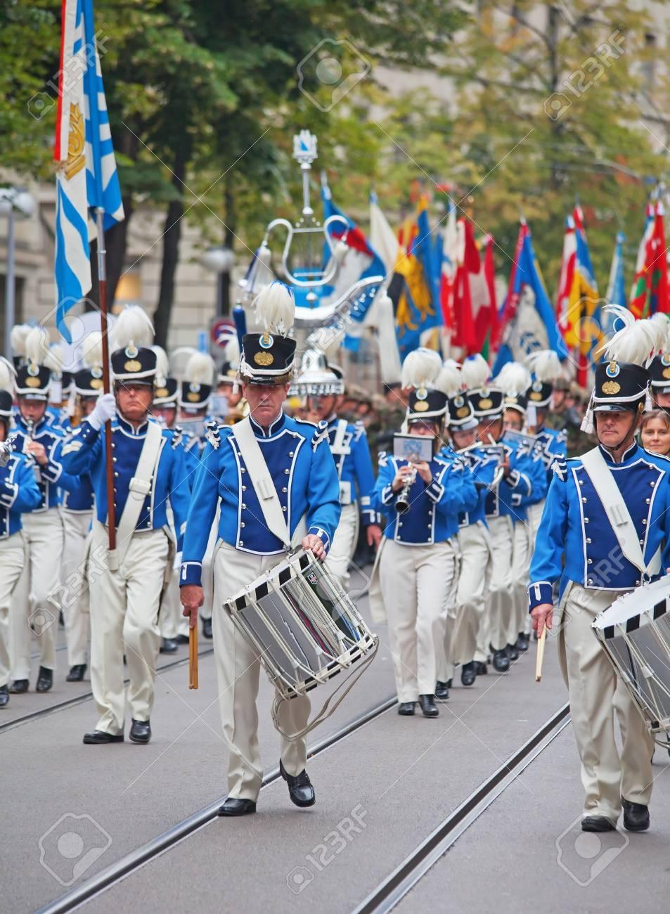 ZURICH - AUGUST 1: Swiss National Day parade on August 1, 2011 in Zurich, Switzerland. Zurich city orchestra opening the parade. Stock Photo - 14148813