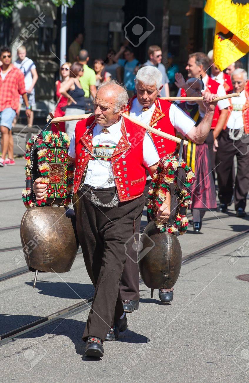 ZURICH - AUGUST 1: Swiss National Day parade on August 1, 2009 in Zurich, Switzerland. Representative of canton Appenzeller in a historical costume. Stock Photo - 15131956
