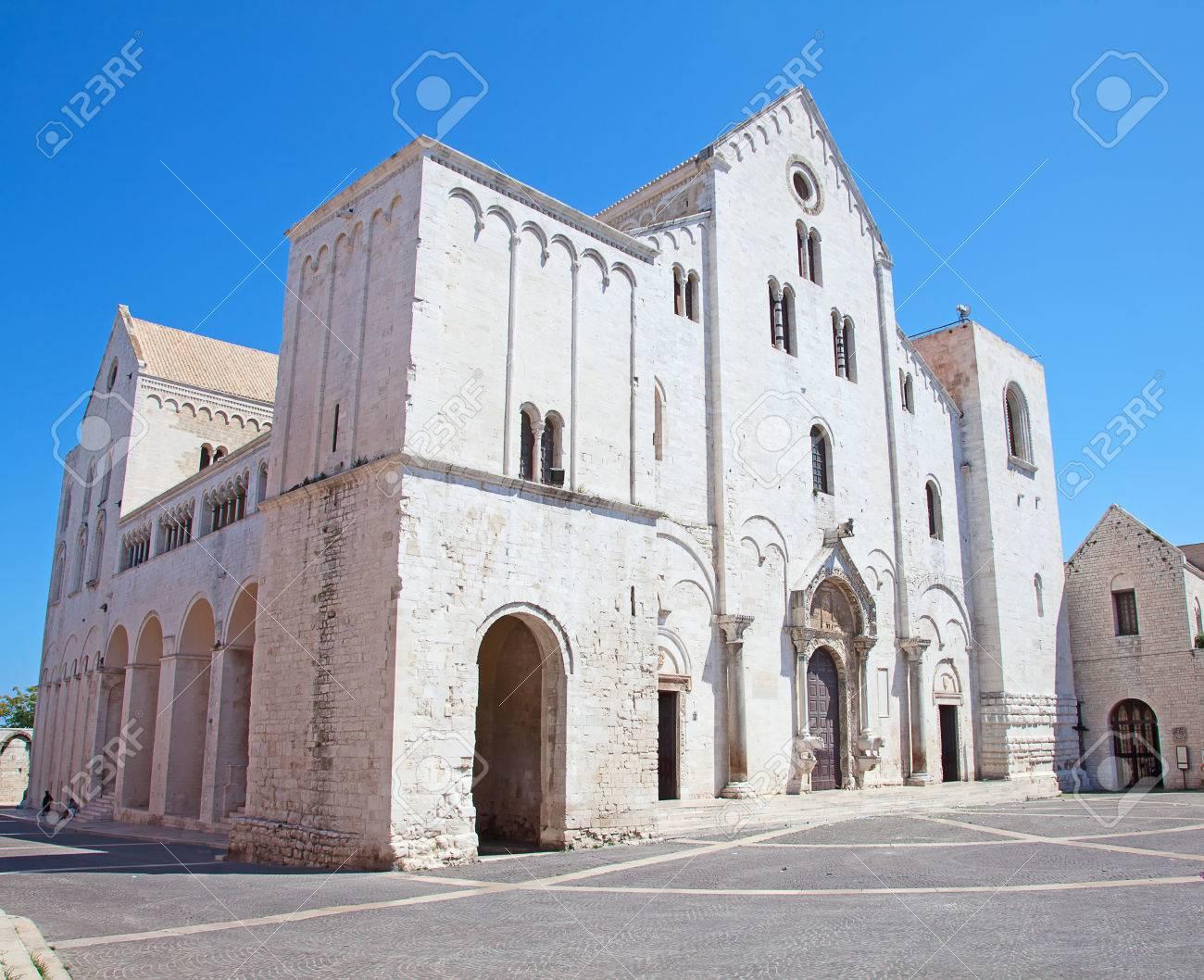 Famous Saint Nicholas church in Bari, Italy - 32439959