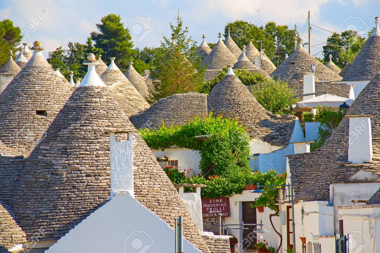 """Traditional """"Trulli"""" houses of the Apulia region - 32440285"""