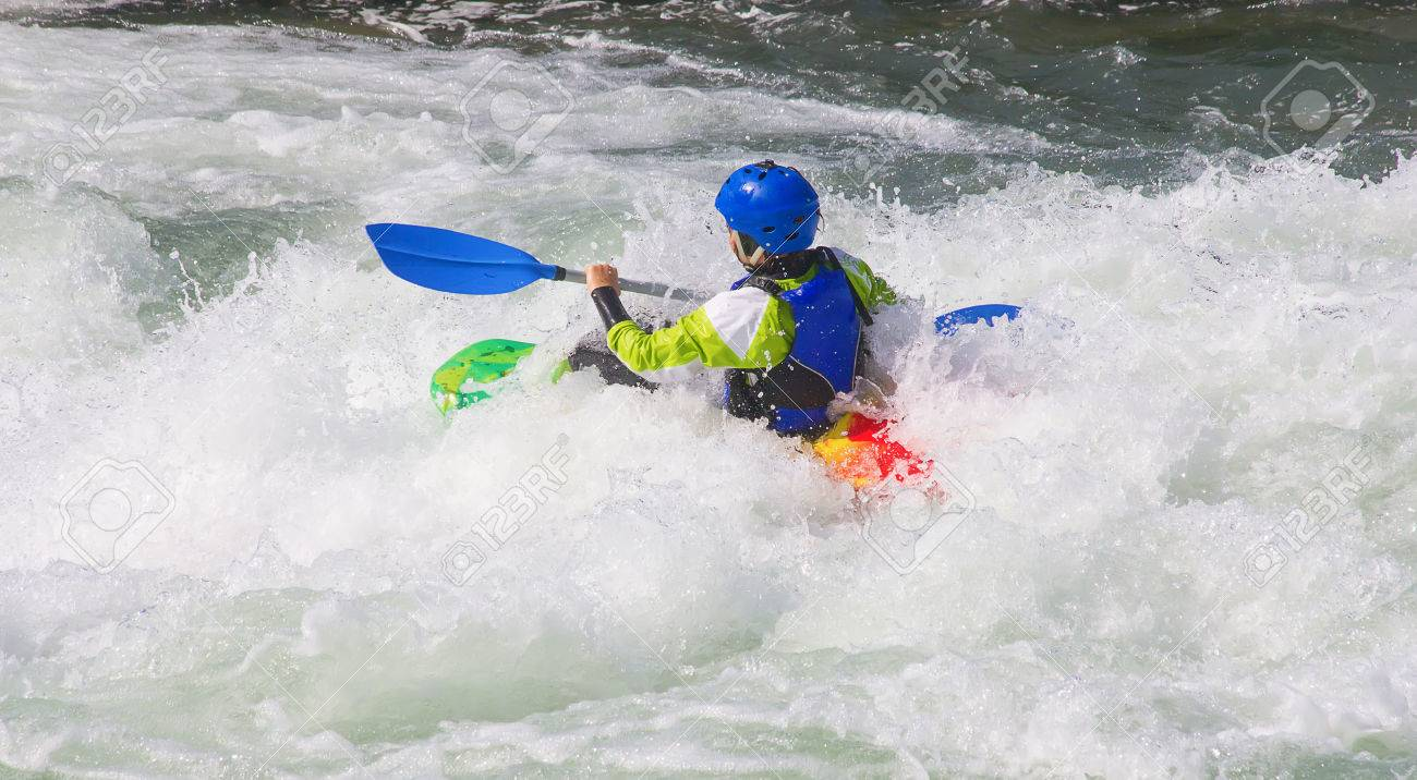 Female kayaker in the white water of tghe river - 40170021
