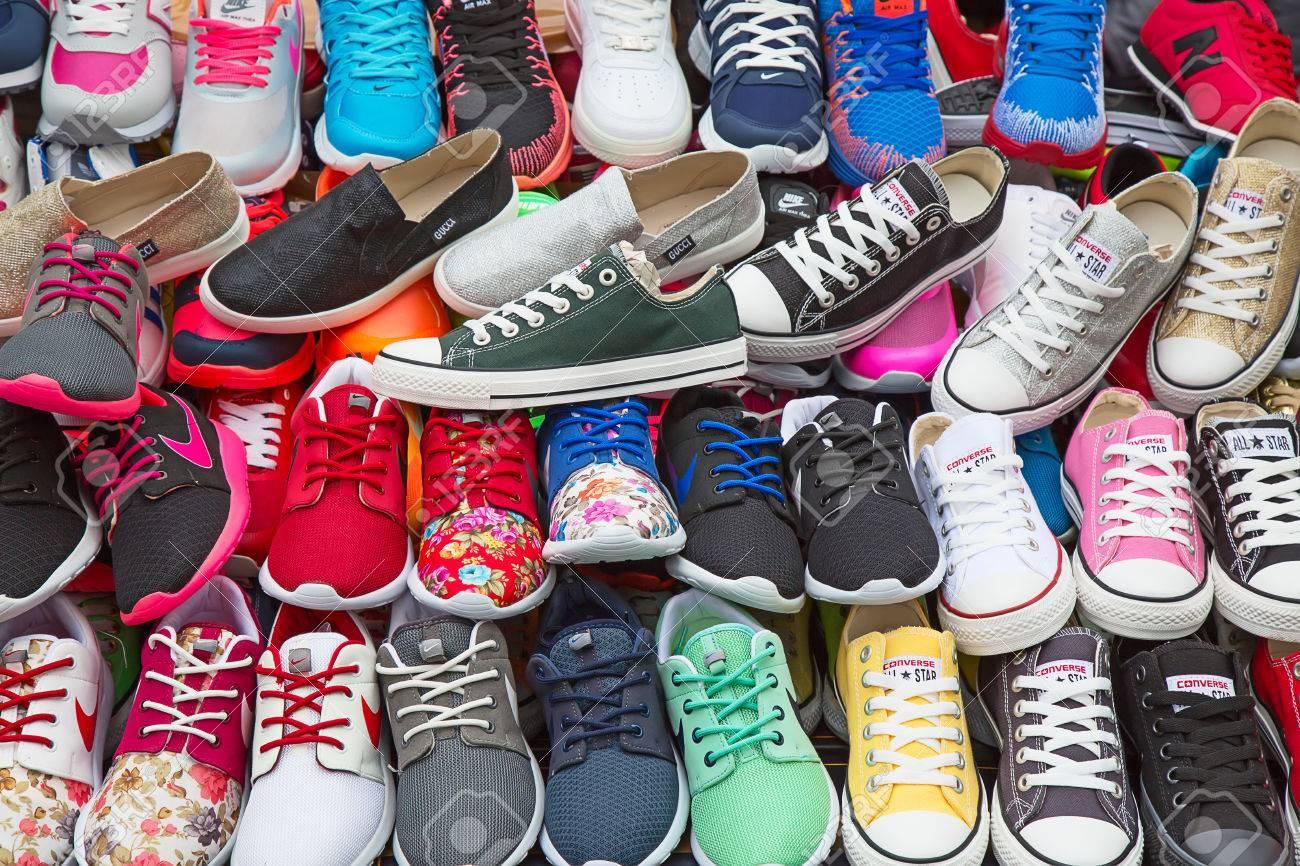 Smalle schoenen te koop