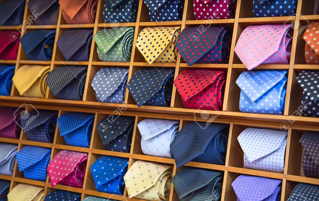 busca lo último precios de remate niño Colección de corbatas de colores en la tienda de los hombres