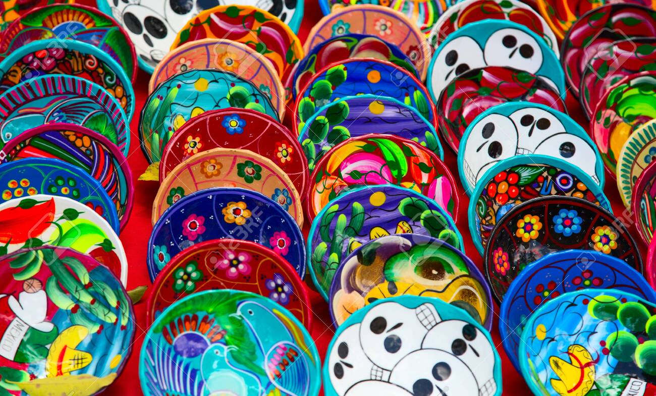 Colorful traditional mexican ceramics on the street market - 130069865