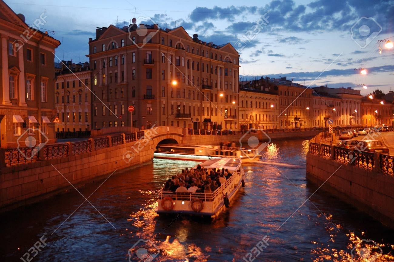 Night St. Petersburg canel trip - 7687852