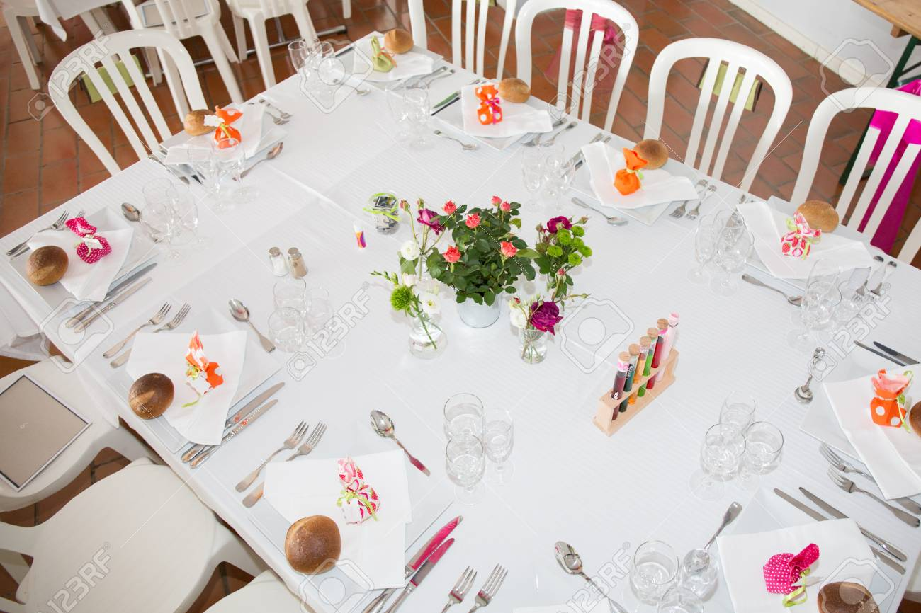 Table Setting For An Wedding Reception In Orange, Pink And Yellow ...