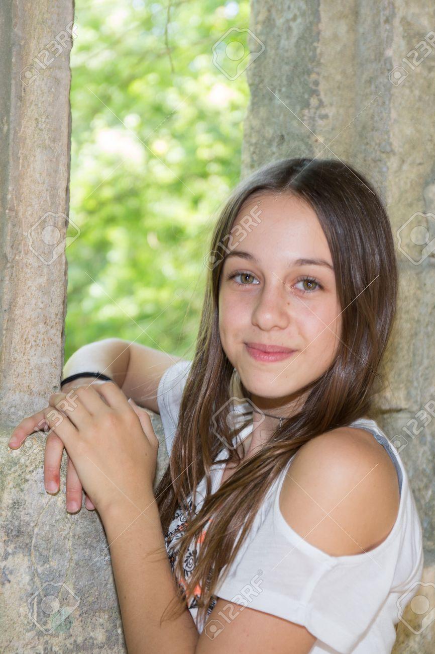 Belle Fille De 12 Ans très belle jeune fille de 12 ans banque d'images et photos libres de