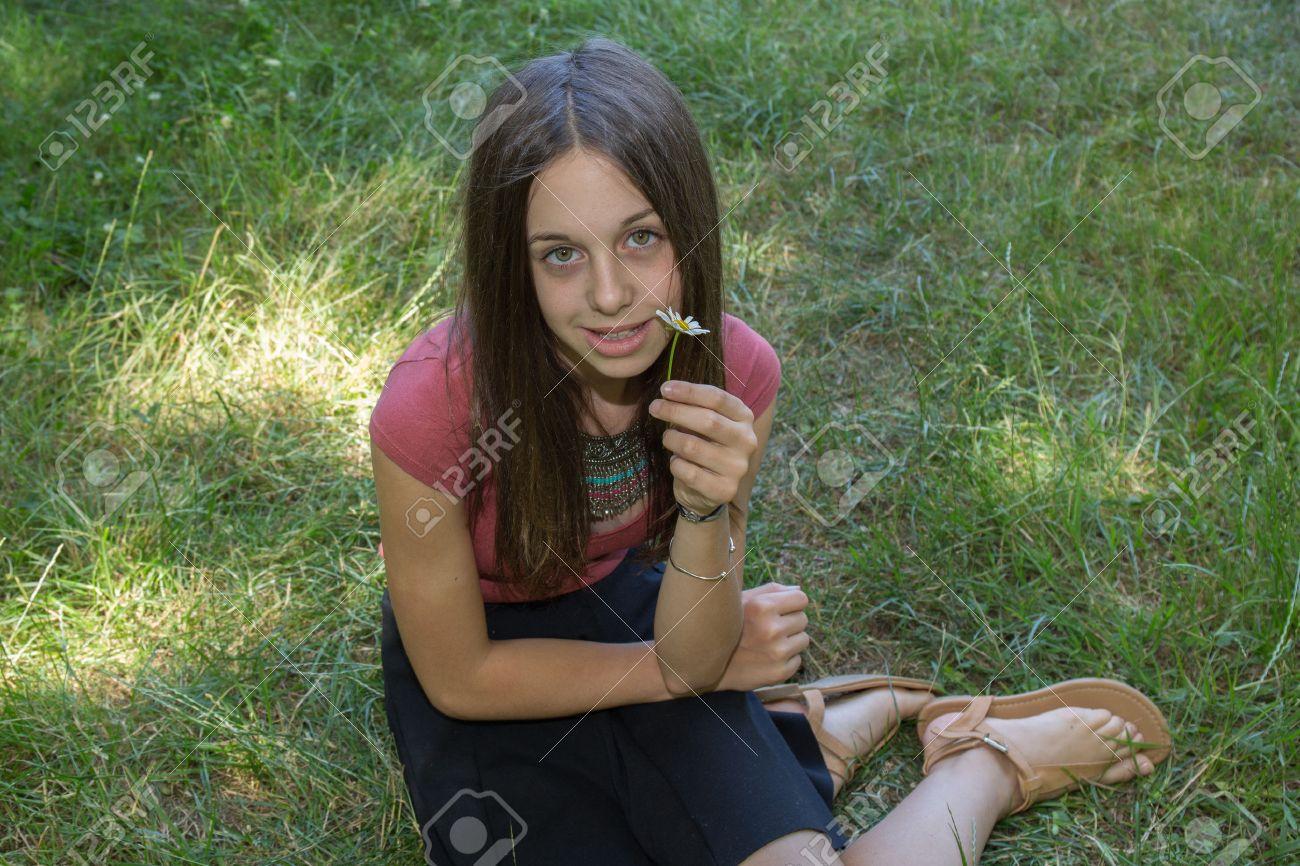 50c3285ebd73 Chica muy hermosa joven de 12 años de edad